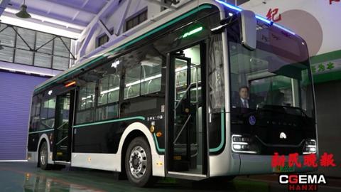 进博60⒅|440辆服务进博会的新款智能纯电动公交车闪亮登场