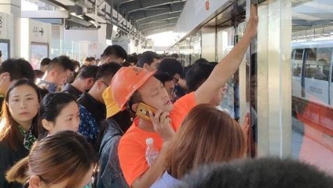"""线路设备故障!网友""""我已经在浦江线上待了一个小时了"""""""