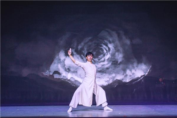 06.《东去西来》跨界融合艺术剧场作品2:《镜·界》.jpg
