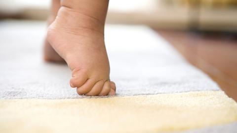 如何买到安全有保障的儿童地毯?可参考企业自我声明的宣传标识