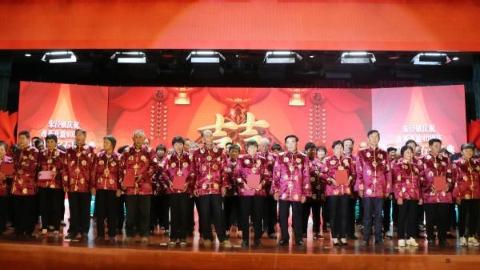 重温誓言礼赞时代 金山朱泾镇举办重阳红宝石婚庆典