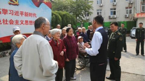 军地共同开展重阳节慰问干休所离休老干部、遗孀活动