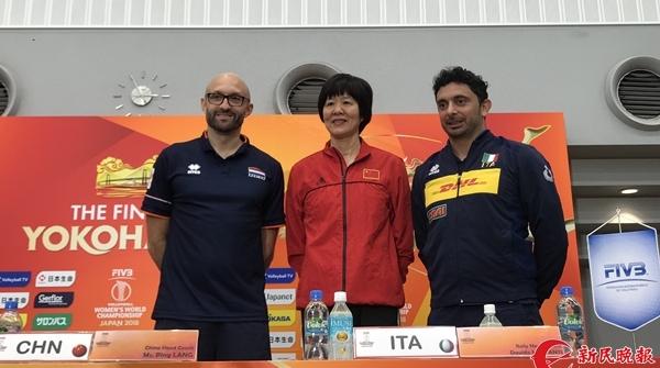 中国女排世锦赛最大对手的主帅为何缺席了半决赛的新闻发布会?