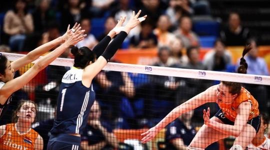 中国女排3比0再胜荷兰 夺得世锦赛铜牌