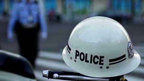 嘉定区一集卡和自行车相撞 致一人死亡
