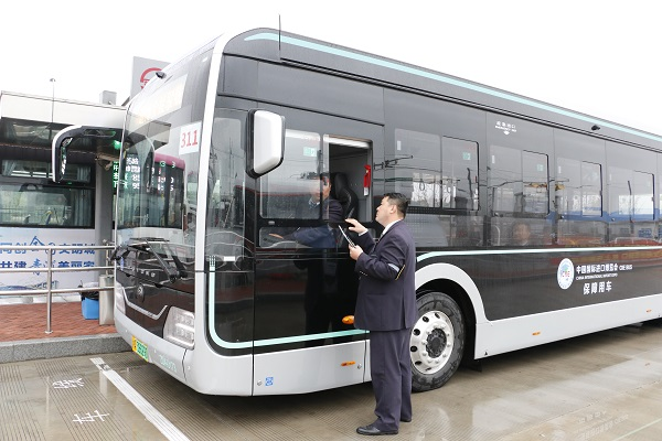 接驳线驾驶员实战演练于今天开始,所有车辆将反复练习(久事公交集团供图).jpg