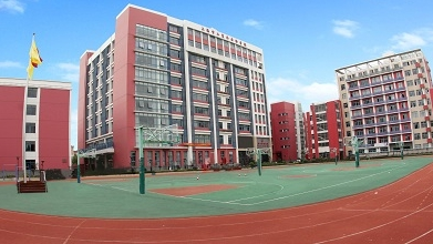 """办一所融合外语与技术的品牌中专 上海市工商外国语学校跃居""""亚太50强"""""""