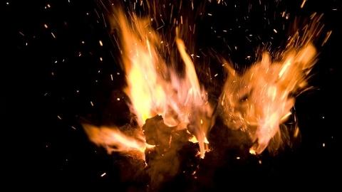 控江四村一居民家中突发火灾  幸无人员伤亡