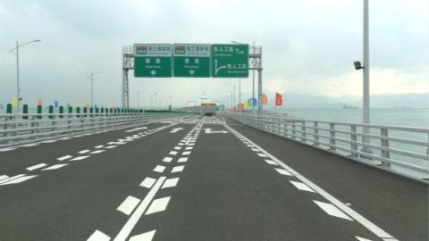 新民特写|40分钟,奔驰在港珠澳大桥上