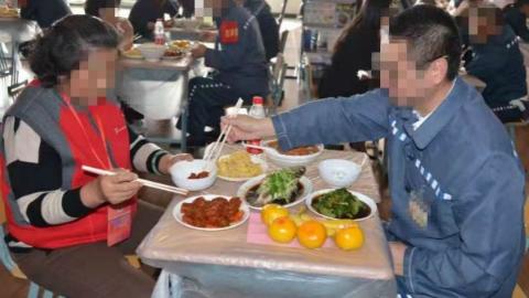20名服刑人员与家人大墙内会餐 亲人相聚度过迟来的重阳节