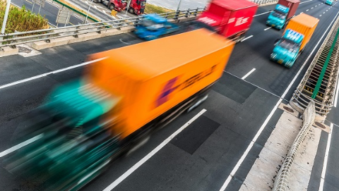 大型货车超高进隧道撞坏消防设施 今早高峰时段交通受影响