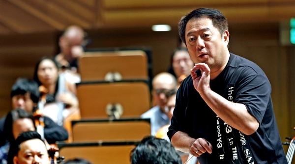 默契满分!吕嘉执棒,上海爱乐与澳门乐团携手演绎布鲁克纳高难度之作