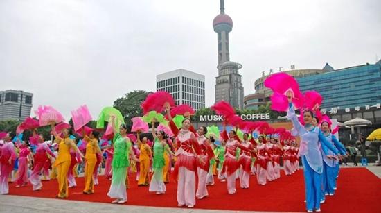 沪上广场舞主题展演亮相黄浦江畔 优秀团队有望走向全国