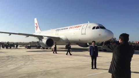 """两个""""申城""""之间空中联结 东航今日首开上海-信阳等航线"""