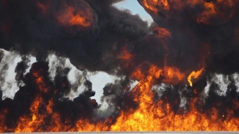 汇川路一民居突发火灾 消防队员救出一名高龄阿婆