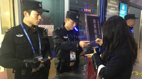 上海三大火车站今起实行到达安检措施 25个治安检查站昼夜执行临检任务
