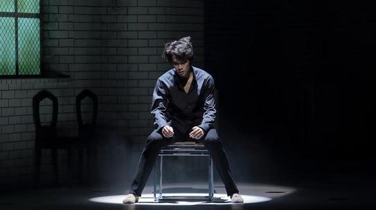 哈姆雷特到底要不要穿牛仔裤