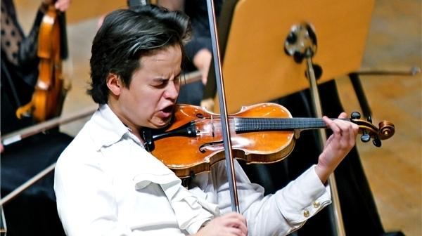 你见过有人用牙齿演奏小提琴吗?90后的罗曼·金就是这么不一样!