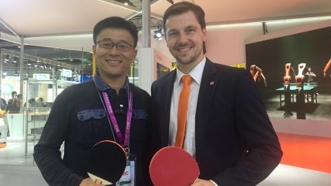 在进博会库卡展台,记者哪个回球让男乒世界冠军望球兴叹?