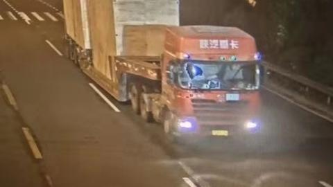 超高车拉倒电线杆 肇事司机和企业负责人被刑拘