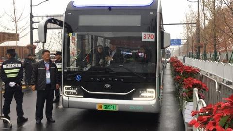久事公交连夜加开进博会接驳线 一天运送客流7000余人次