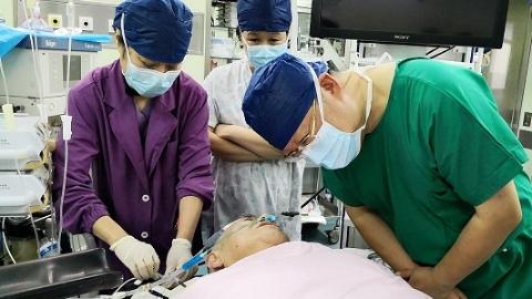 岳阳医院针刺麻醉团队显身手 无气管插管胸腔镜肺部手术成功实施