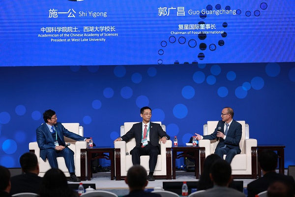 图说:世界健康科技创新论坛在进博会上举行 采访对象供图.jpg