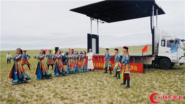 上海艺术家与内蒙古艺术家一起献上精彩演出 新民晚报记者 孙佳音 摄.jpg