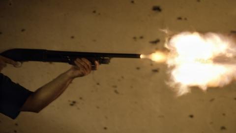 新民快评   持枪向父反被杀 父亲获轻判 背后问题何在?
