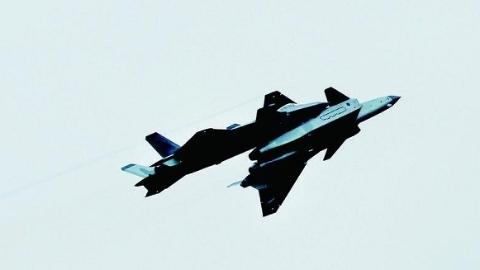 """歼-20""""最强阵容""""为中国空军庆生"""