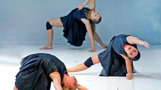 """哥德堡剧院舞团用舞蹈""""勾勒""""世界丨照片里的故事"""