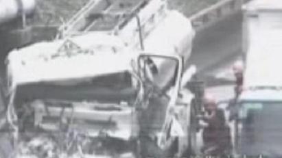今晨S20外环高速:油罐车追尾半挂车 两人受伤