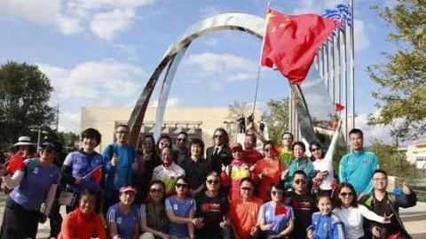 """南京向希腊马拉松市捐赠""""永恒的莫比乌斯环""""雕塑"""