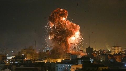 加沙地带爆发新一轮交火 巴勒斯坦武装人员从加沙向以色列南部发射200多枚火箭弹,随后以色列国防军摧毁巴方70个目标