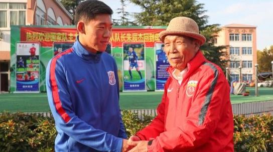 新晋国脚朱辰杰:回母校感谢教练和老师们的培养