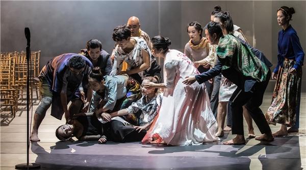 剧中人物名字再长,也拦不住上海观众对《厄勒克特拉》的爱