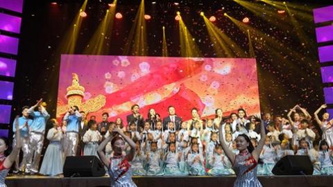 纪念改革开放40周年 浦东世博区域举办主题歌会