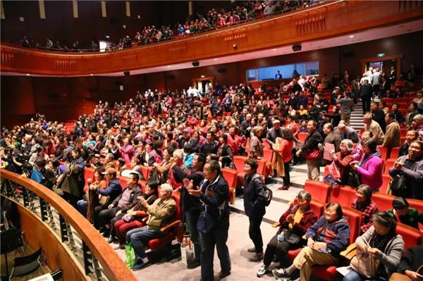 为什么有观众说,每个母亲和孩子都该去看看沪剧《啊,母亲!》?