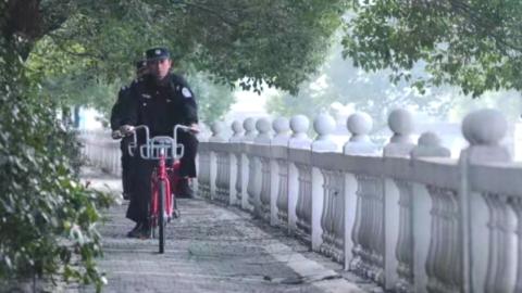 新鲜!沪松江区小昆山派出所民警不开警车改骑自行车