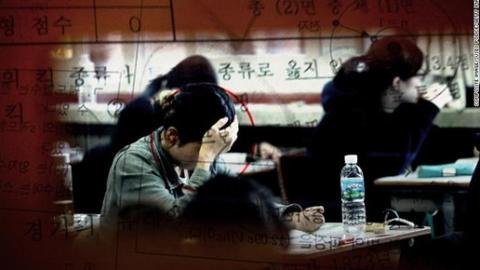 名校教务长为双胞胎女儿泄题 作弊疑云笼罩韩国高考