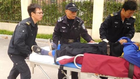 险!七旬老人突发脑溢血两度晕倒 警民协力化险为夷