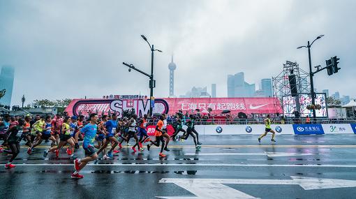 奔跑的上海停不下来 上海国际马拉松赛点燃城市热情