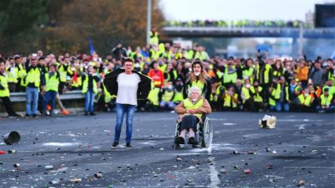 法国民众示威抗议柴油税上涨