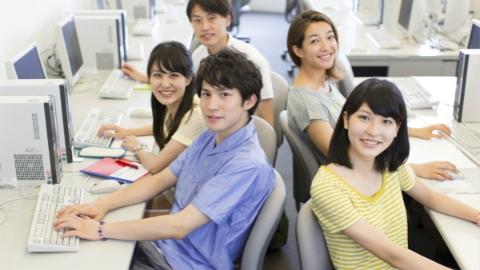 """沪2018届高校毕业生就业报告:""""00后""""入职场,25%毕业生民企就业"""