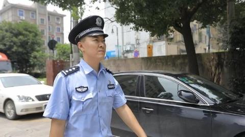 年轻警长服务松江车墩镇18万实有人口 微信里建了20个聊天群