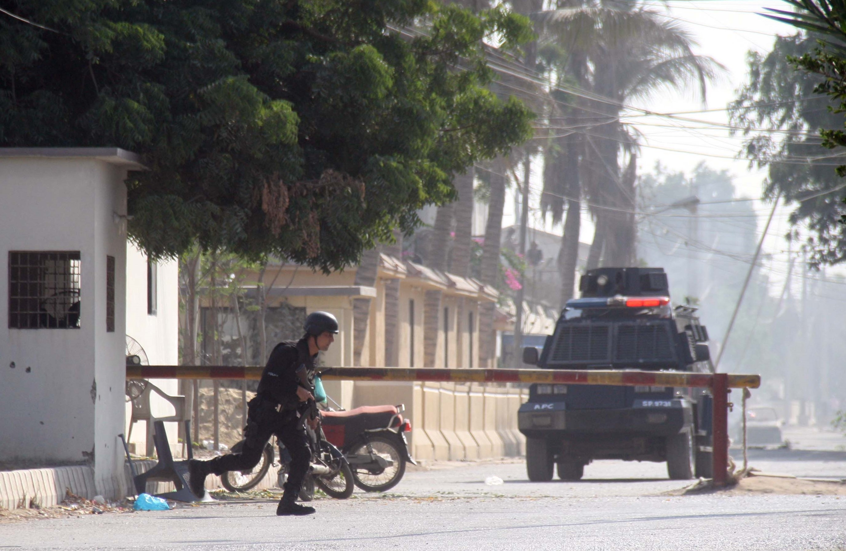 外交部强烈谴责中国驻卡拉奇总领馆遇袭事件  国务委员兼外长王毅应约同巴基斯坦外长库雷希紧急通电话