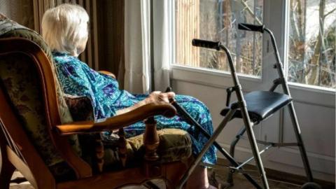 法国老人花高价住养老院,动老本也换不来幸福晚年