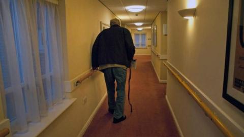 英国老人:沉默孤独的一代人
