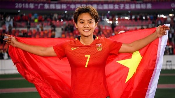 """王霜成为亚洲足球小姐,这位想""""见见大场面""""的姑娘可爱又可敬"""