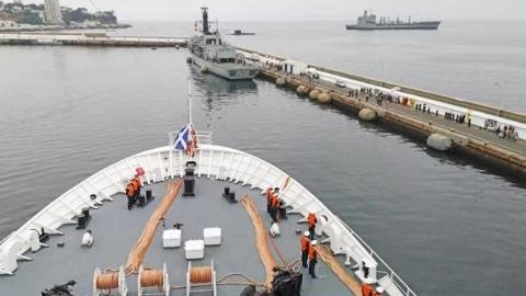 和平方舟医院船首访智利 参加智利海军成立200周年庆典等